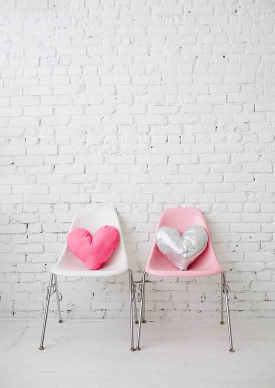 diy coussins coeur pour la saint valentin. Black Bedroom Furniture Sets. Home Design Ideas