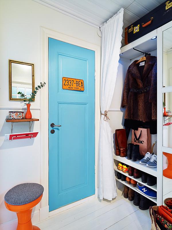 copenhague-appartement-vintage-dressing-porte-bleue-12