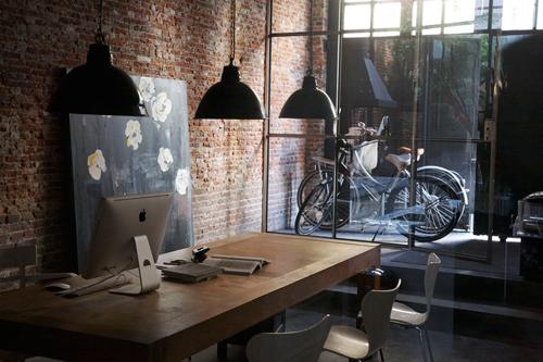 marius-haverkamp-6-amsterdam-entrepot-renove-loft-design-bureau-velo-briques-fenetres-acier-patio