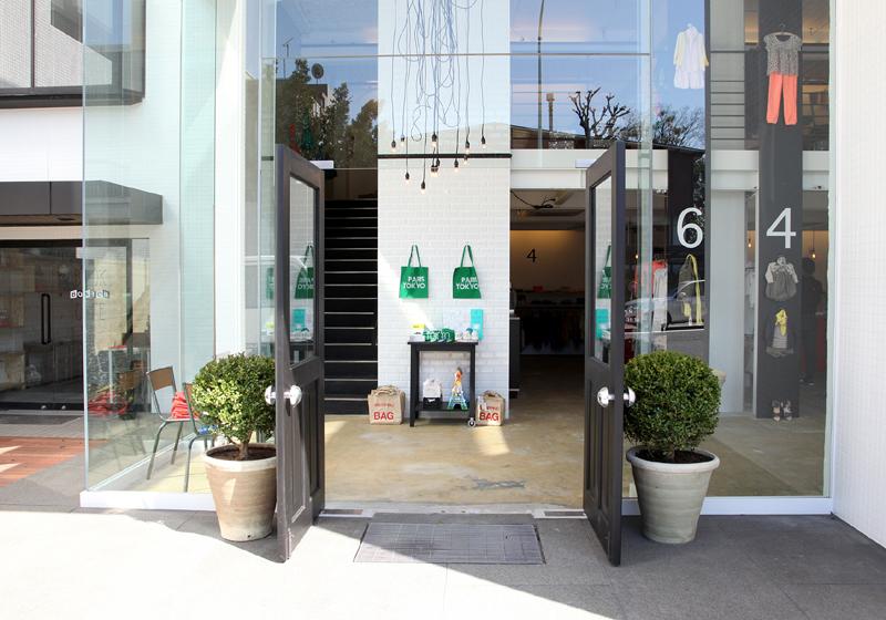 bonton 2 boutique deco mode enfant paris tokyo vitrine entree escalier. Black Bedroom Furniture Sets. Home Design Ideas