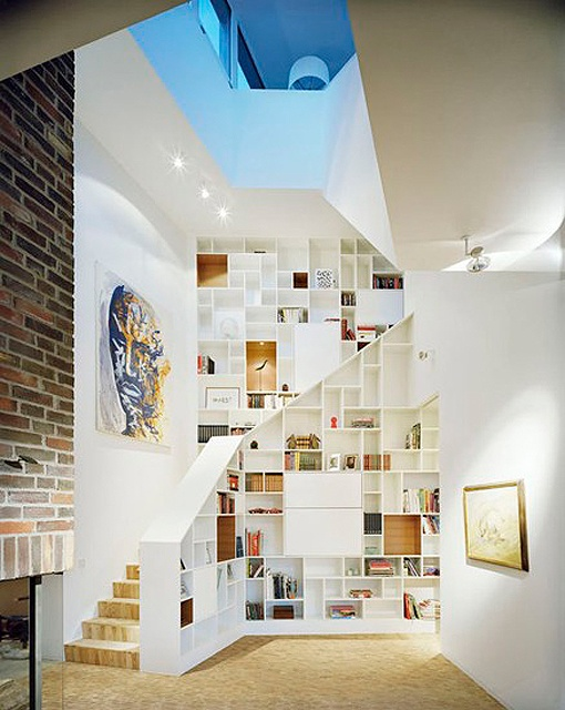 bibliotheque-2-blanche-montee-escalier-casiers-deco
