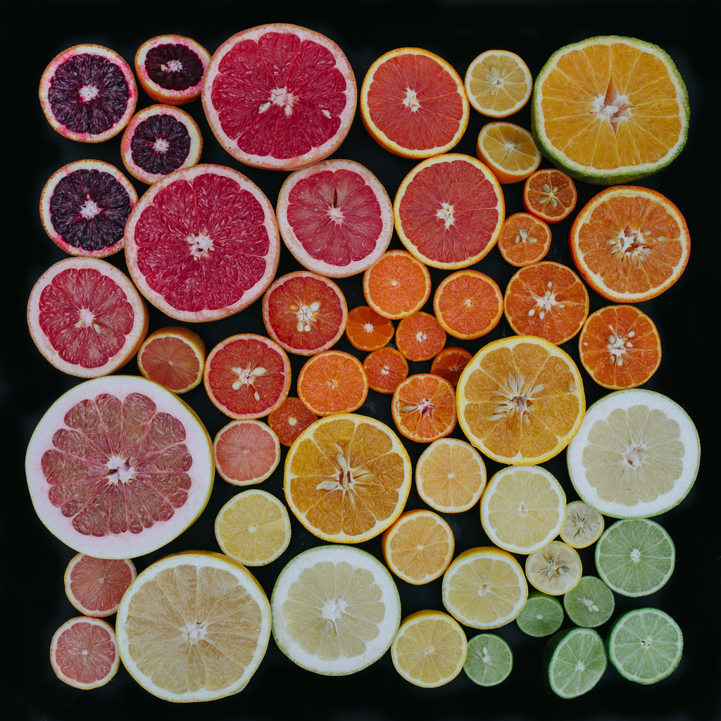 emily-blincoe-3-photos-instantanees-agrumes-decoupes-oranges-pamplemousse-citron