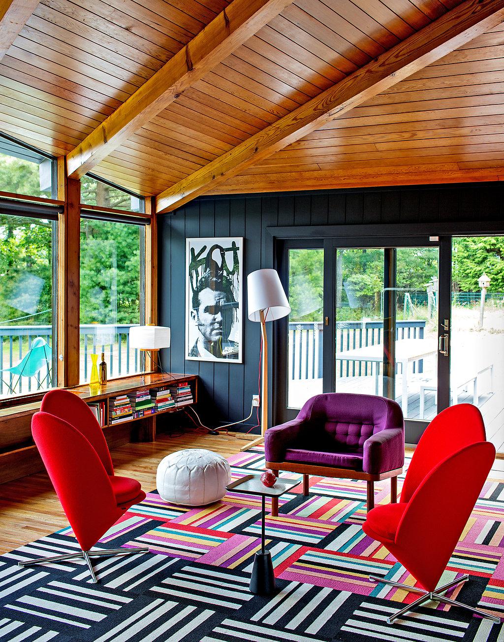 Salon colore charpente apparente for Charpente apparente salon