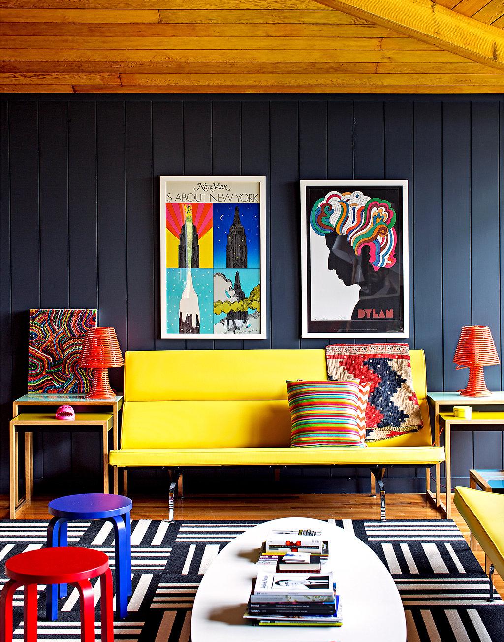 salon colore mur noir. Black Bedroom Furniture Sets. Home Design Ideas