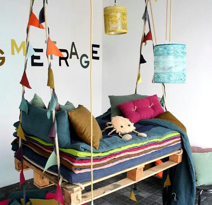 balancoire-interieure-chambre-palettes-enfants-deco-design