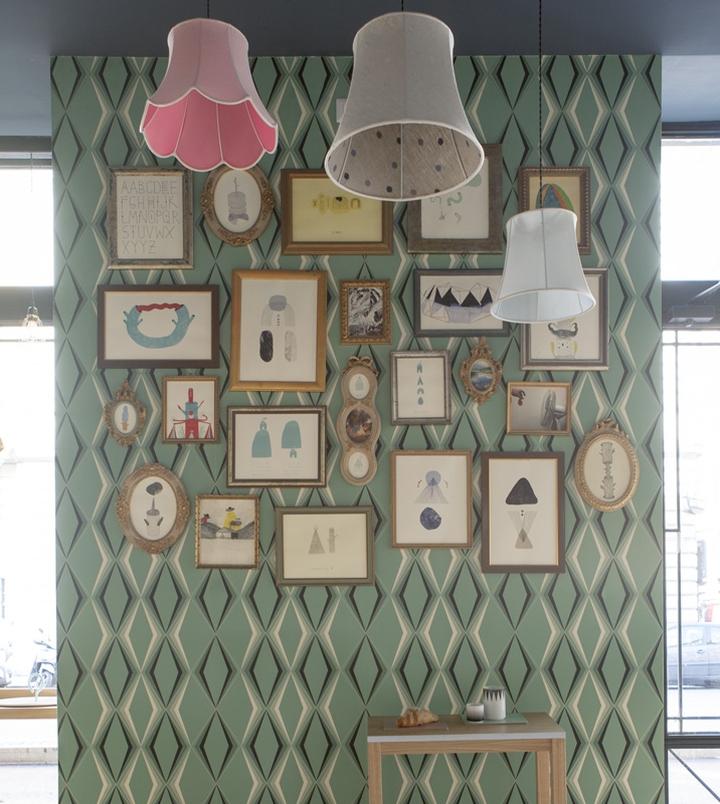 mur cadres papier peint losange. Black Bedroom Furniture Sets. Home Design Ideas