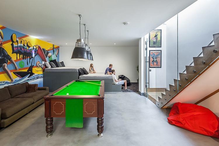 Grande Awesome Salle De Jeux A La Maison With Jeux Dans Une Maison