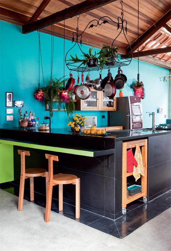 cuisine-coloree-comptoir-noir