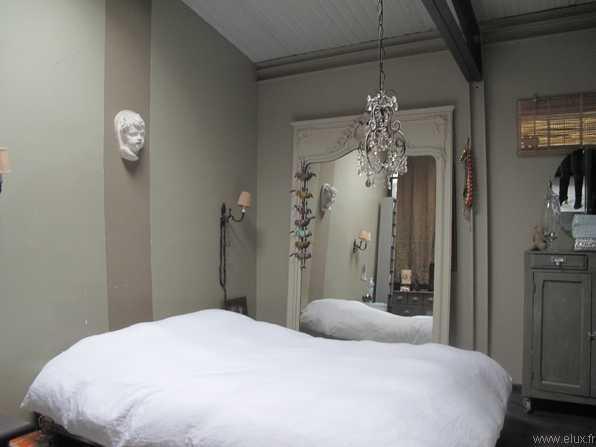 chambre-gris-blanc-style-ancien