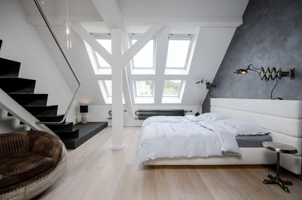 chambre-sous-comple-poutres-apparentes-peintes