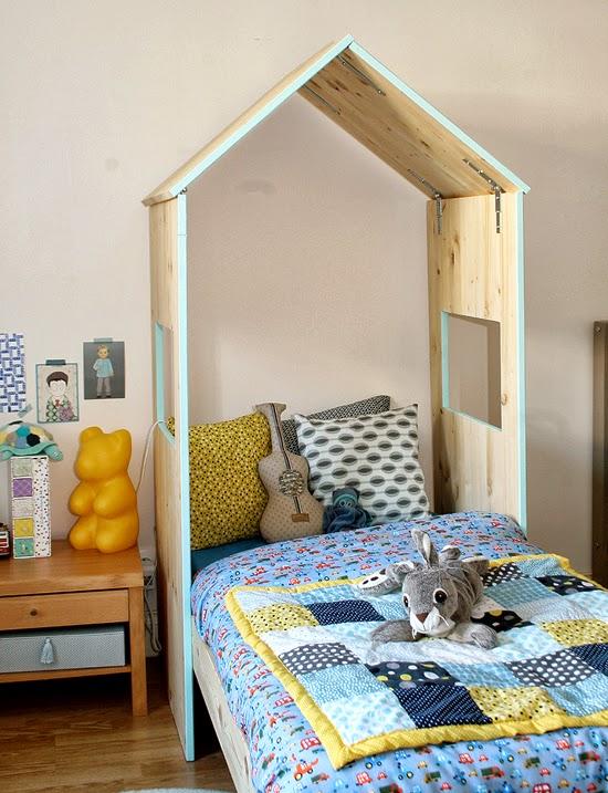 customiser lit enfant maison bois. Black Bedroom Furniture Sets. Home Design Ideas