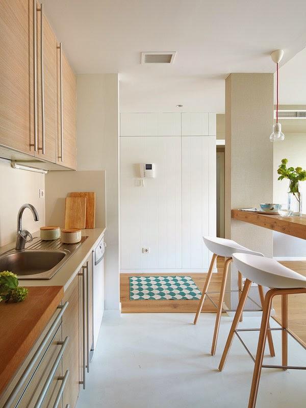 Luminosit et d co bleue dans un appartement for Comptoir cuisine ouverte