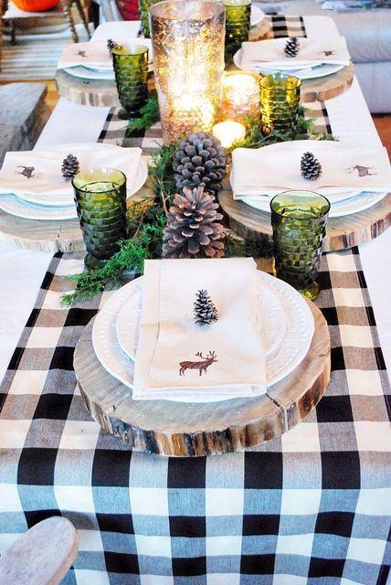 inspiration-decoration-table-noel-traditionnelle-bois-dore-blanc-chemin-table-carreaux