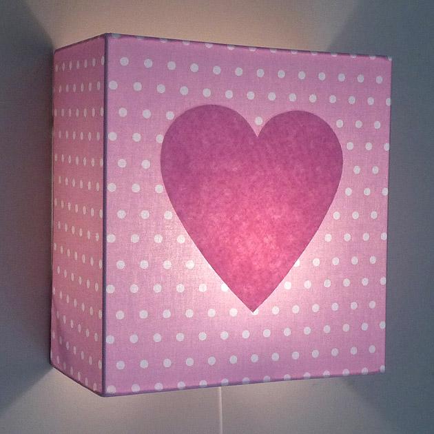 Luminaires deco chambre enfant applique pois roses coeur for Luminaire applique chambre