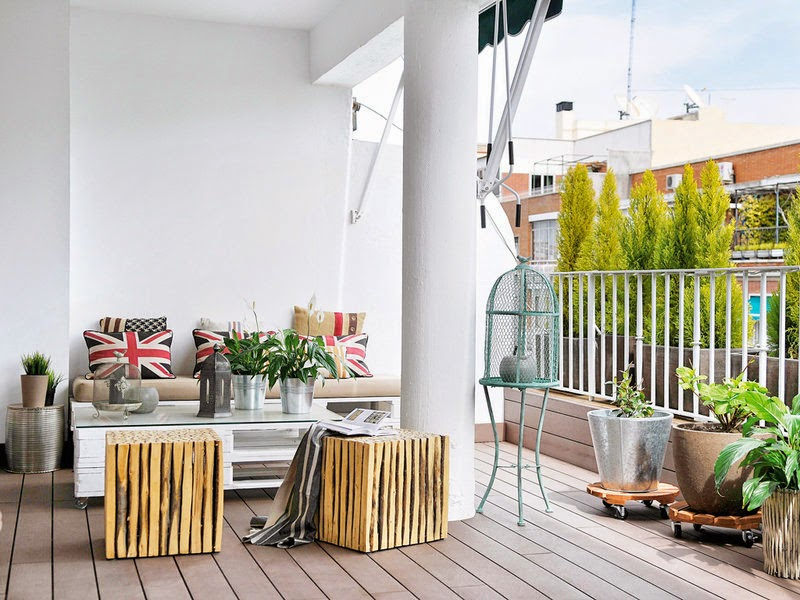 Terrasse amenagee mobilier recup palettes for Mobilier terrasse palette