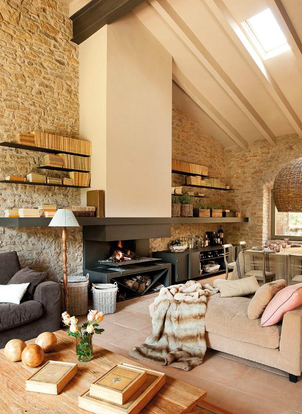 Salon avec grande cheminee mur pierres for Salon avec cheminee