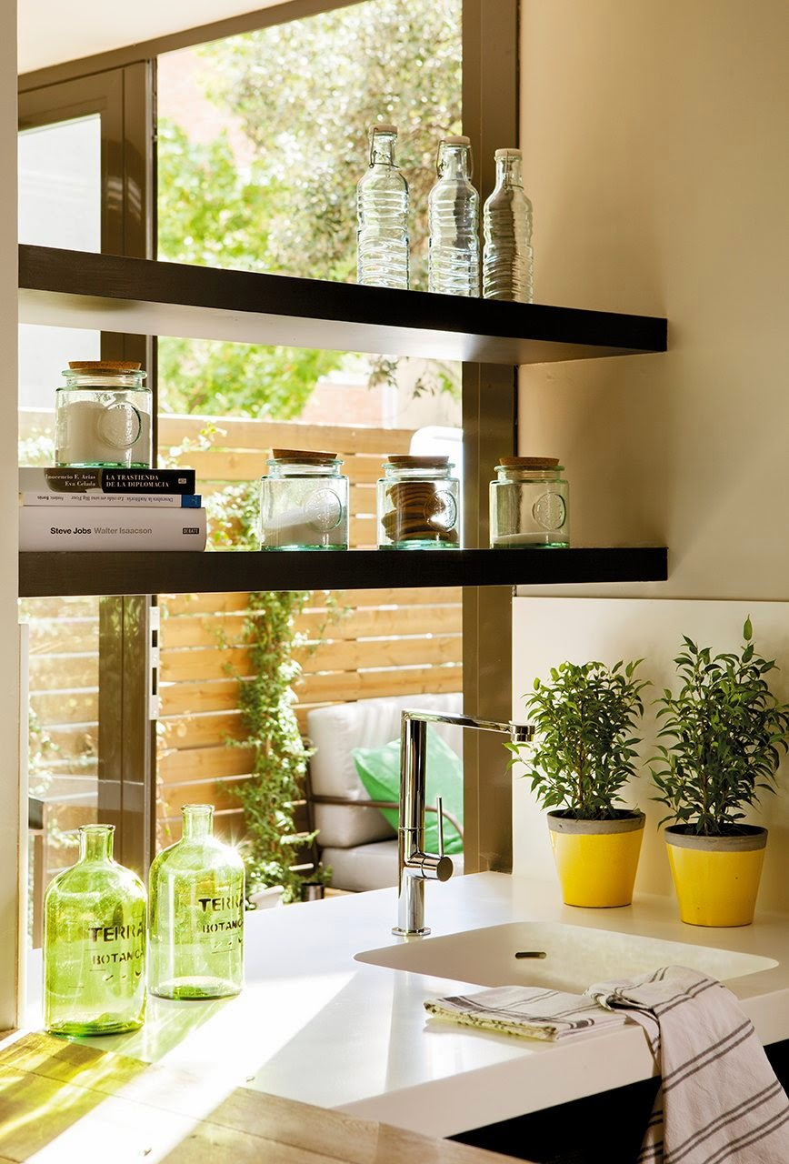 amenagement kitchenette lumineuse. Black Bedroom Furniture Sets. Home Design Ideas