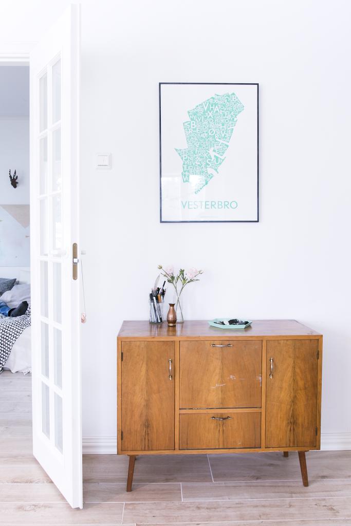 entree-meuble-vintage-cadre-affiche