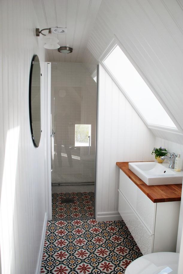Salle bain combles carrelage ancien - Carrelage salle de bain style ancien ...
