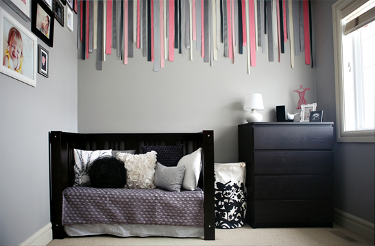 chambre bebe fille mur gris fonce. Black Bedroom Furniture Sets. Home Design Ideas