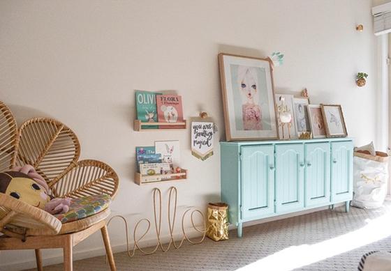 Chambre fille deco tons naturels couleur menthe for Chambre bleu pour fille