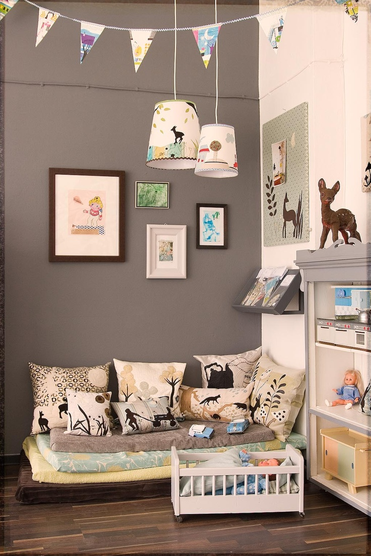 mur fonce dans chambre enfant. Black Bedroom Furniture Sets. Home Design Ideas