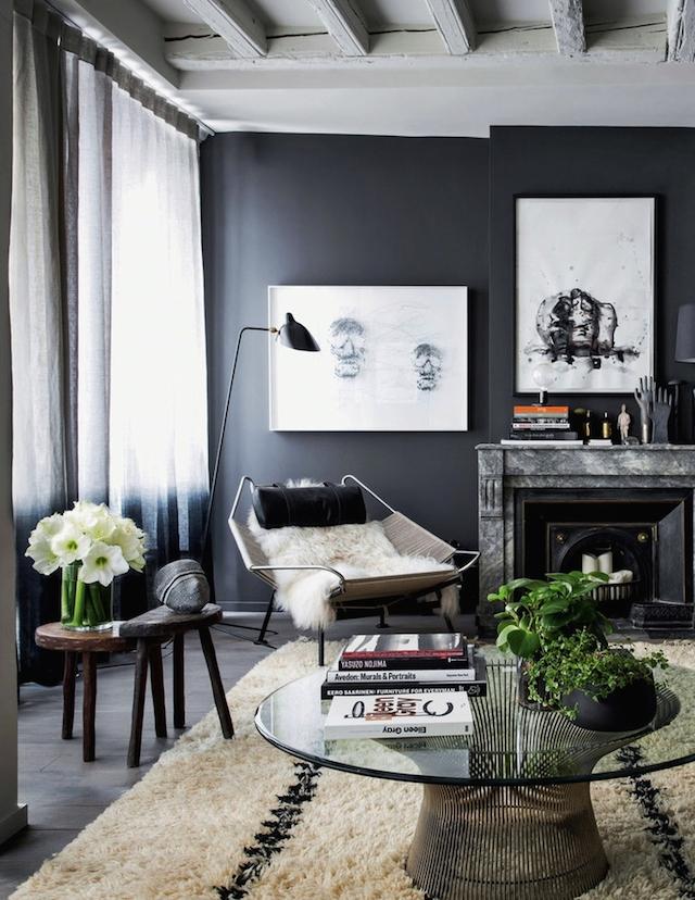mur-peint-noir-interieur-design-tapis-berbere