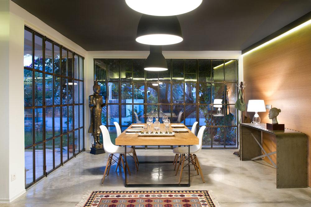 Salle a manger verriere atelier et mur bois for Salle a manger style atelier