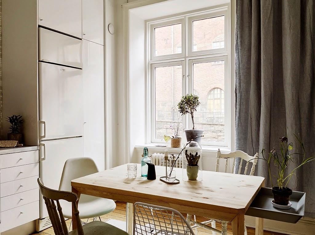 coin repas avec chaises eames
