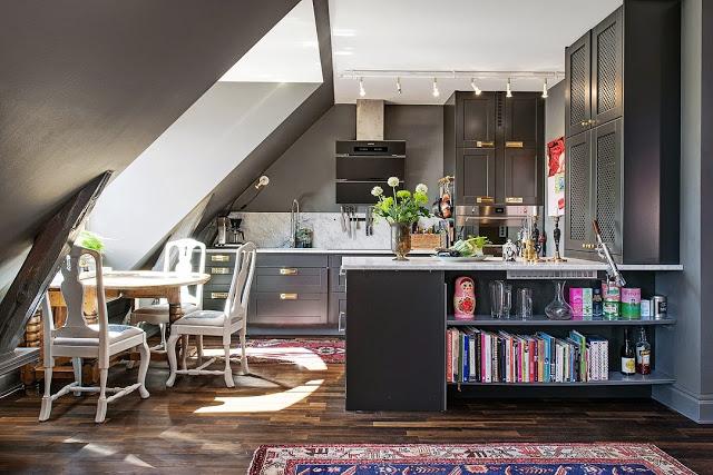 cuisine amenagee sous combles avec ilot. Black Bedroom Furniture Sets. Home Design Ideas