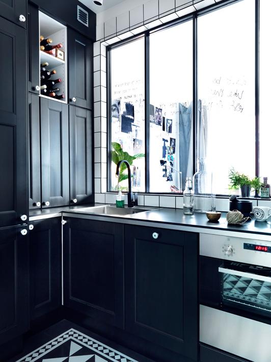 cuisine ik a avec fa ades noires. Black Bedroom Furniture Sets. Home Design Ideas