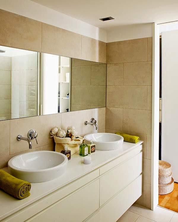 Salle de bains blanc et beige
