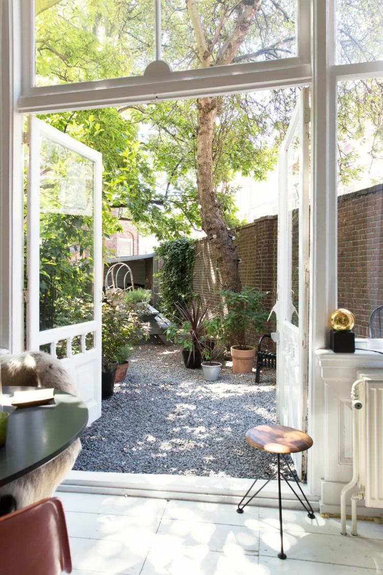 Maison avec de hauts plafonds r nov e for Amenagement jardin 06