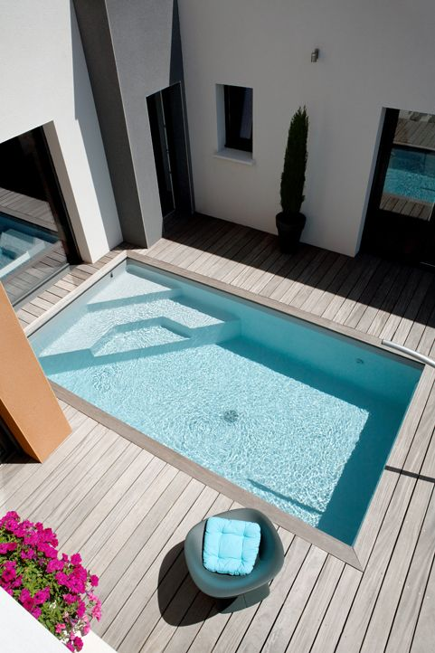 Amenager piscine dans un petit espace appartement duplex for Pool design basics