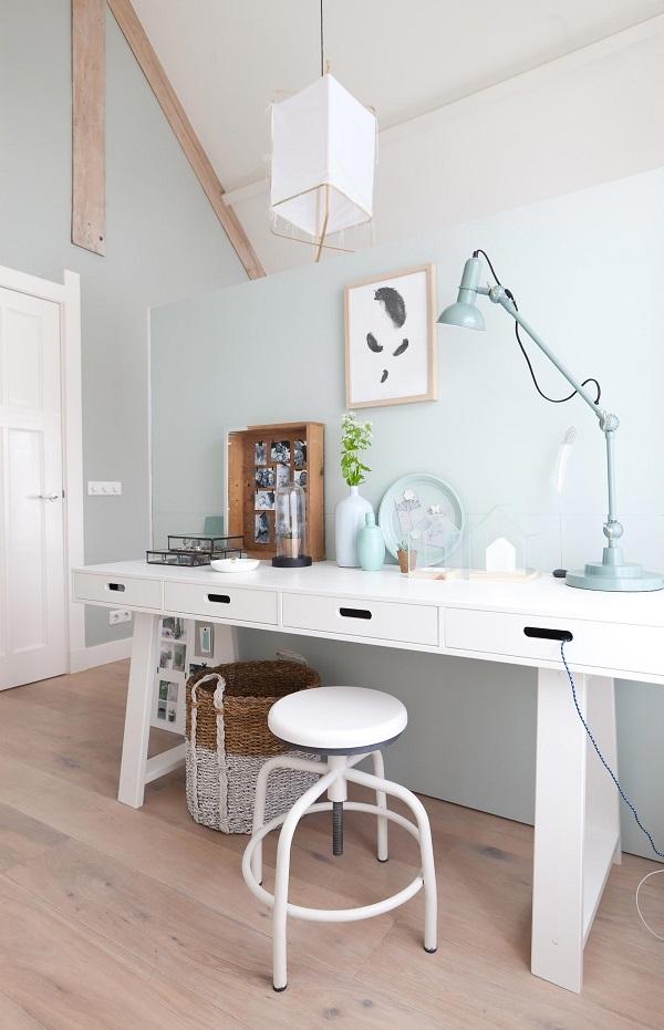 Idée d'un coin bureau ou coiffeuse dans une chambre