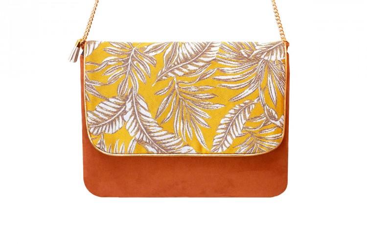 pochette-cuir-camel-toile-tissee-imprime-floral-jaune-blanc-anse-doree-mode-paulette-et-simone