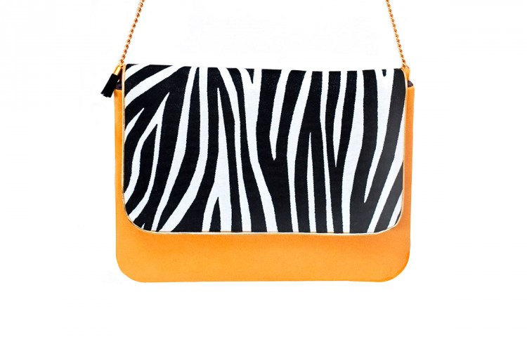 pochette-cuir-camel-toile-tissee-imprime-zebre-noir-blanc-anse-doree-mode-paulette-et-simone
