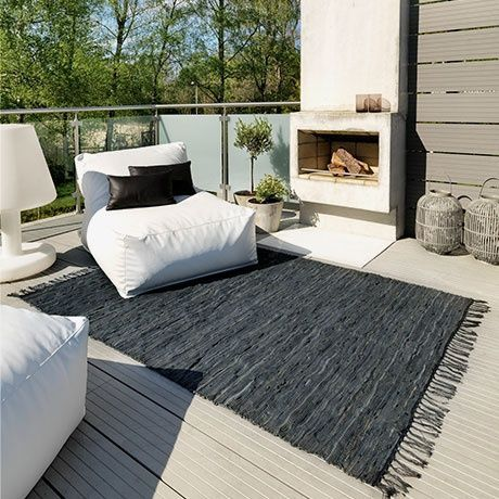 cheminee terrasse canape design confortable table basse tapis pouf blanc parquet. Black Bedroom Furniture Sets. Home Design Ideas