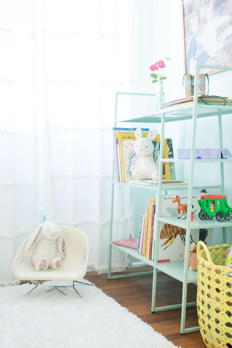 Coin lecture dans une chambre d'enfant