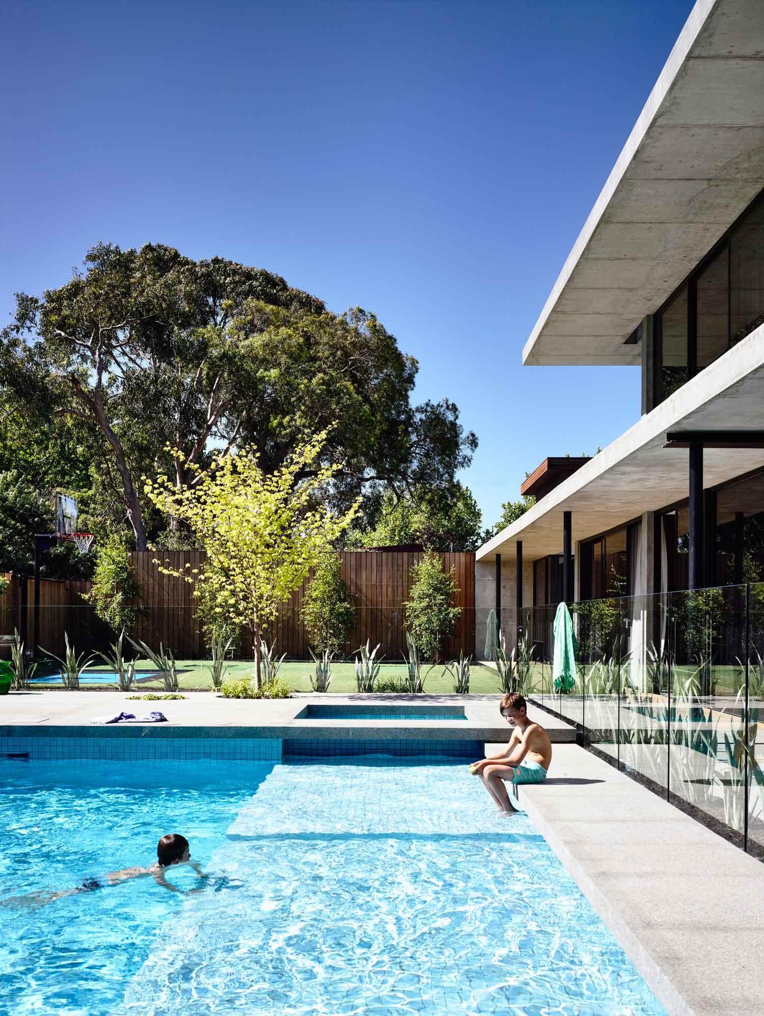 Maison Toit Plat Baies Vitrees : Maison contemporaine design luxe toit plat toute grise
