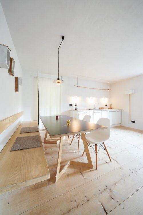 banc dans cuisine equipee toute blanche contemporaine deco epuree inspiration scandinave. Black Bedroom Furniture Sets. Home Design Ideas