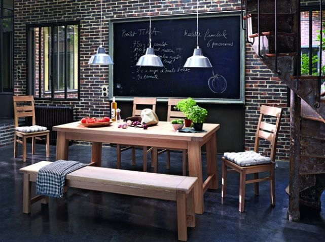 un banc dans une cuisine familiale. Black Bedroom Furniture Sets. Home Design Ideas