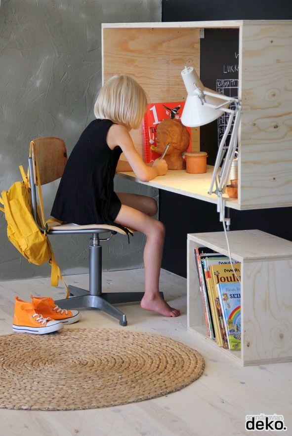 Bois dans une chambre enfant bureau suspendu for Bureau dans une chambre
