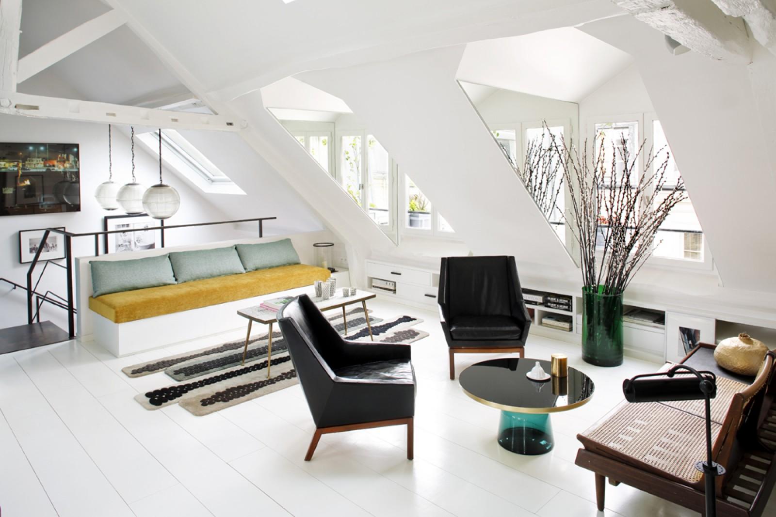 duplex parisien avec des touches de bleu. Black Bedroom Furniture Sets. Home Design Ideas