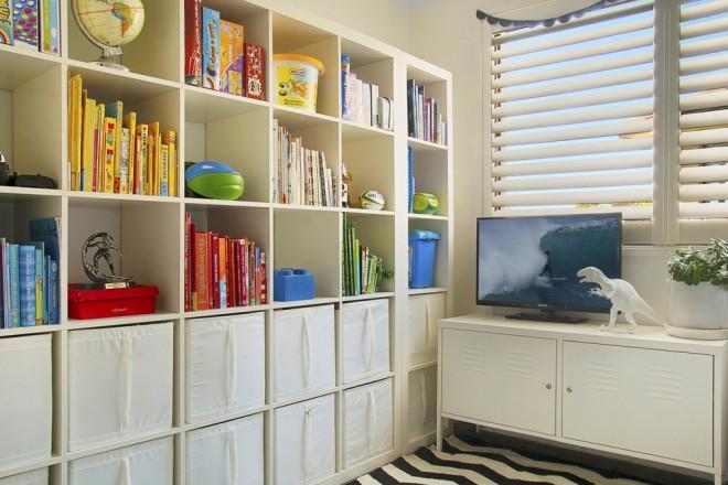 Mur De Rangements Dans Une Chambre D 39 Enfant