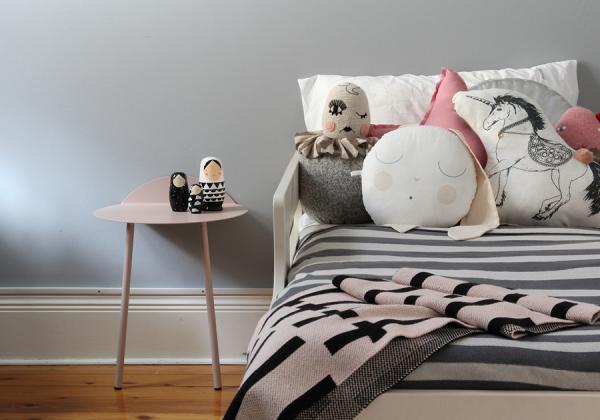 Linge de lit original pour une chambre de fille for Place du lit dans une chambre