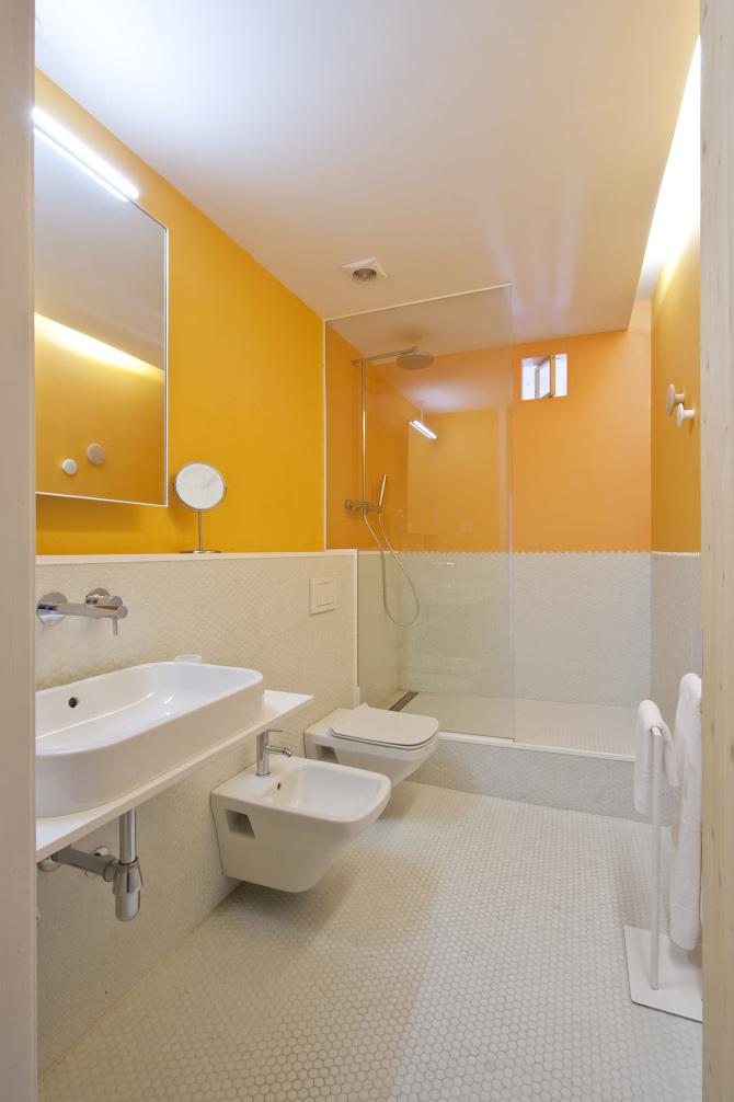 Salle de bain avec une couleur jaune for Salle de bain jaune