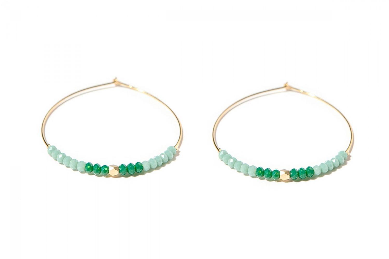 bijoux-createur-faits-main-boucles-oreilles-creoles-dorees-perles-couleur-emeraude-jez-handmade