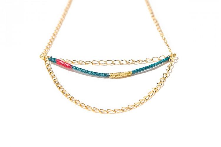 bijoux-createur-faits-main-collier-chaine-dore-fil-couleurs-jez-handmade