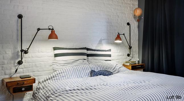 Chambre avec un mur de briques blanches